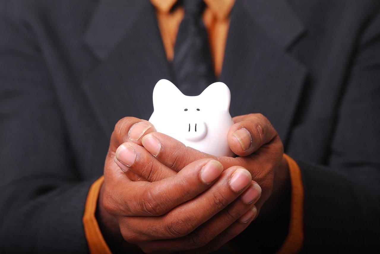 【借金に悩んでいる方へ】任意整理で借金減額!方法と困った時の窓口を解説